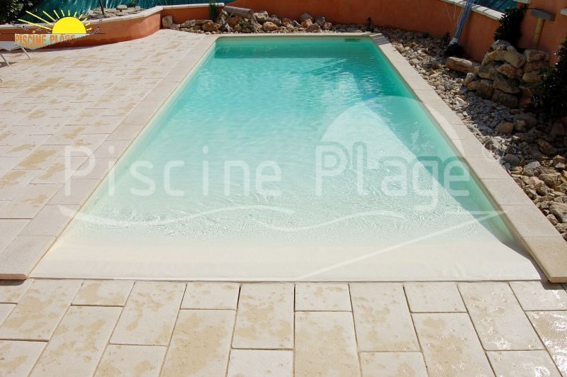 nouveaut s nouvelle g n ration de piscines avec plage immerg e en pente douce piscine plage. Black Bedroom Furniture Sets. Home Design Ideas