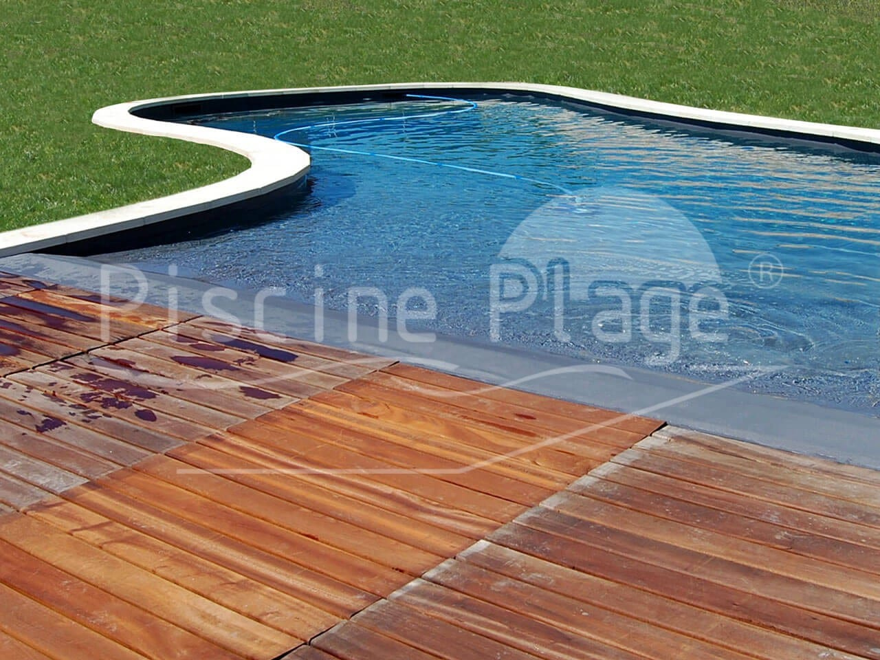 piscine forme libre avec plage piscines de formes libres paysag es o 39 mineraux piscine. Black Bedroom Furniture Sets. Home Design Ideas
