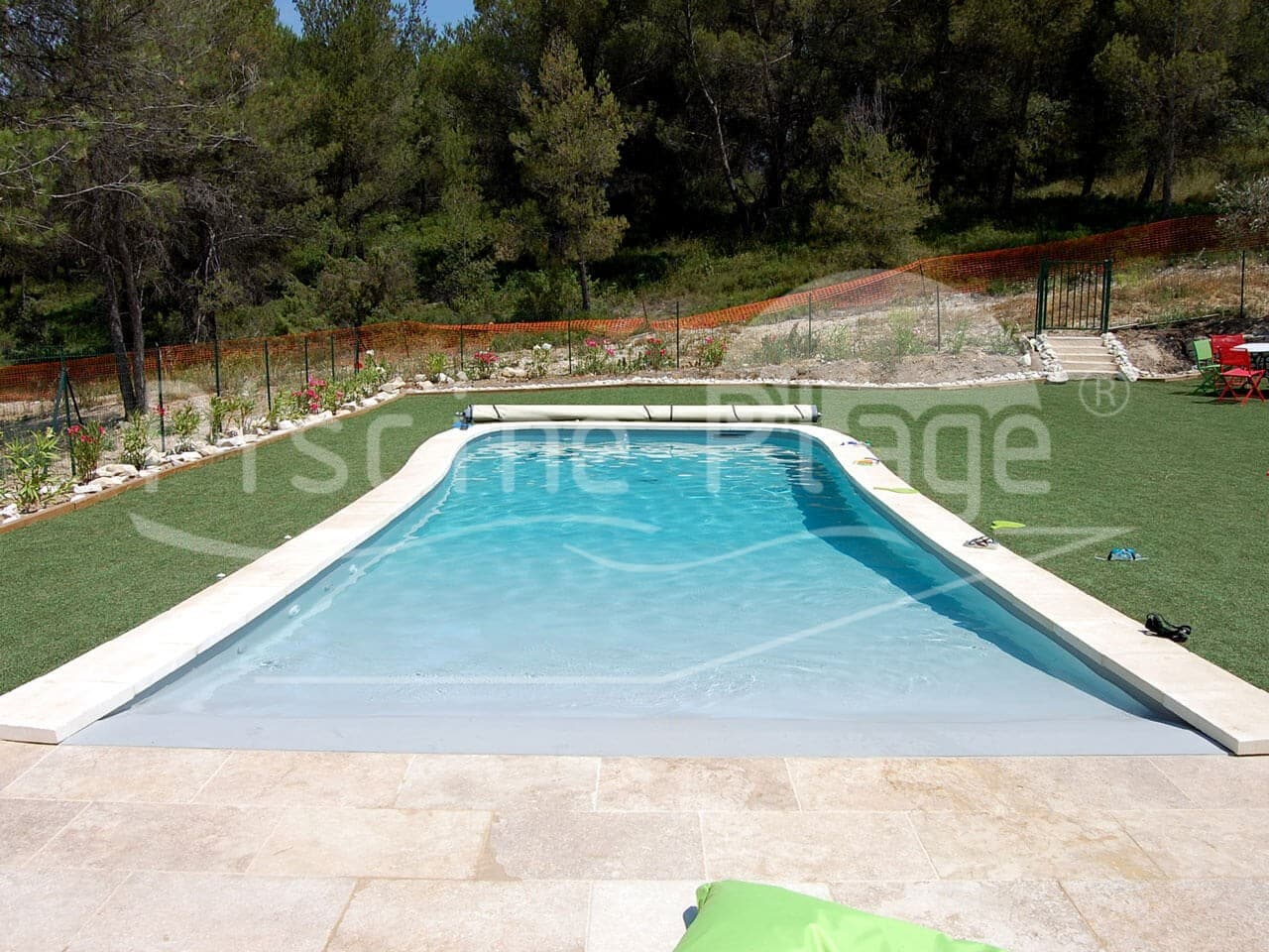 Votre piscine avec plage californienne en paca gr ce for Construction piscine plage