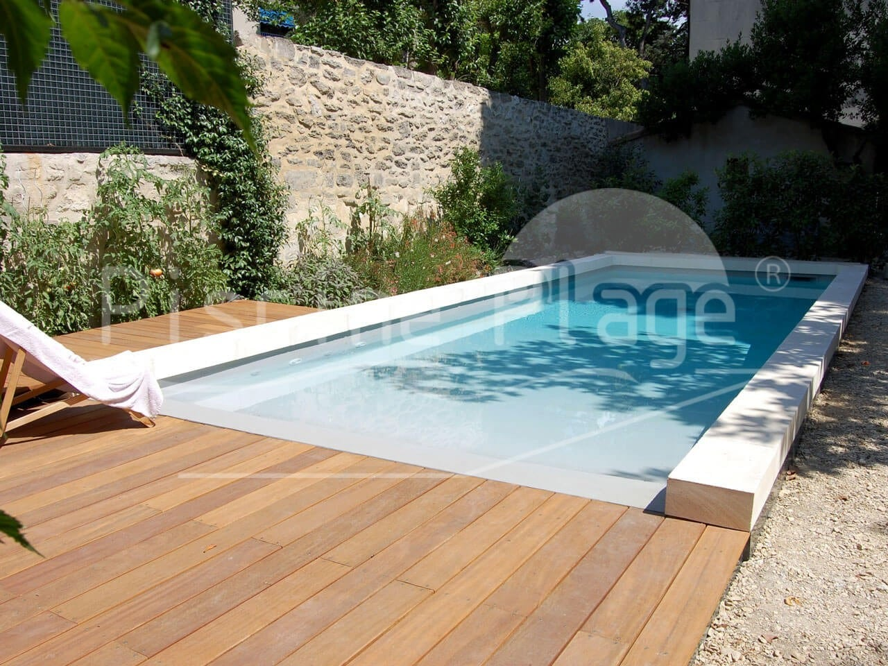 piscine plage forme rectangulaire dans le vaucluse les bouches du rh ne le gard piscine plage. Black Bedroom Furniture Sets. Home Design Ideas
